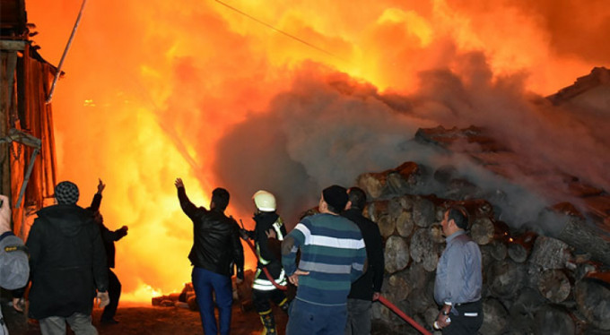 Korkunç yangın! 8 ev küle döndü