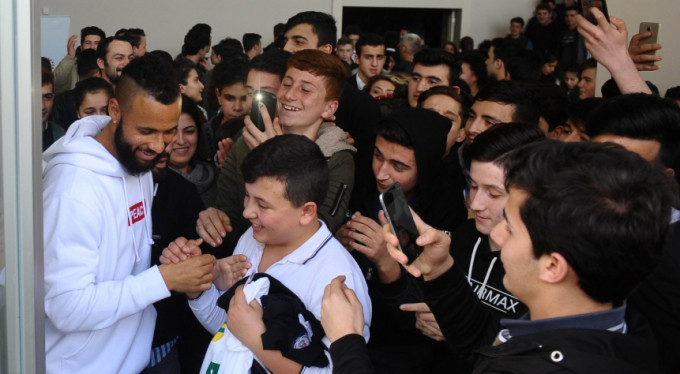 Bursasporlu futbolculara yoğun ilgi! İzdiham yaşandı...