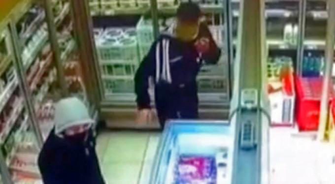 Gaspçılar market çalışanı kadına saldırdı!