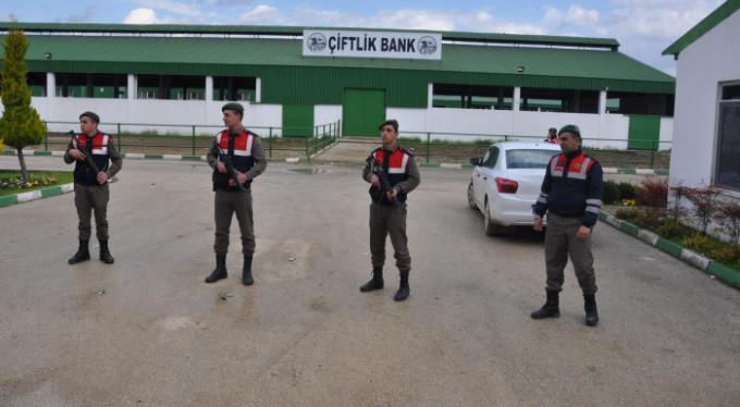 Jandarma tetikte! Bursa'da Çiftlik Bank nöbeti...