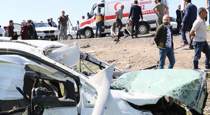 Feci kaza! 1 ölü 13 yaralı