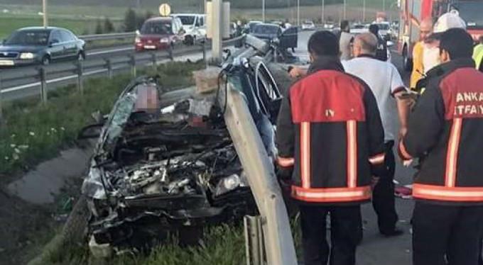 İstanbul yolunda feci kaza! Bariyerlere saplandı...
