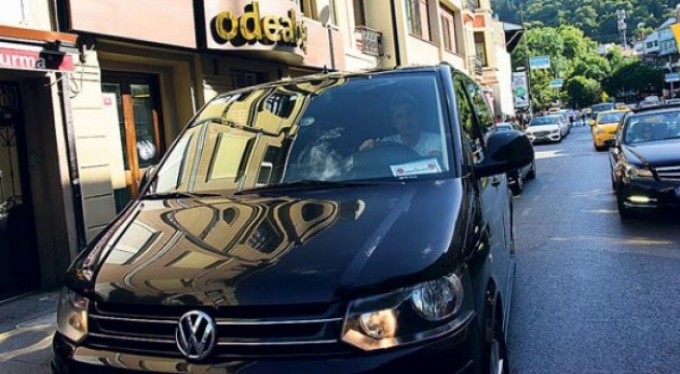 Serdar Ortaç'ın arabasını gören şaşırdı!