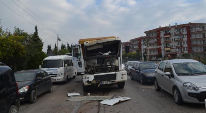 Bursa'da kamyonun freni boşaldı!