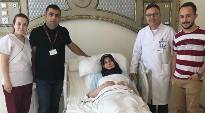 Böbreği farklı yerde olan kadın, yıllardır çektiği böbrek ağrılarından 3 saatte kurtuldu