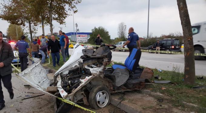 Otomobil paramparça oldu: 1 ölü, 1 yaralı
