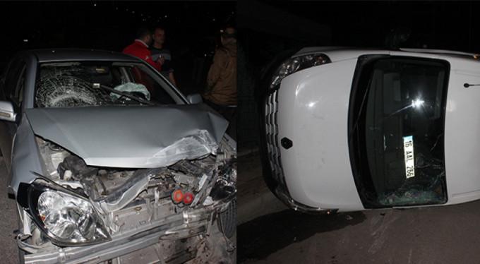 Bursa'da iki araç çarpıştı! Anaokulu minibüsü devrildi