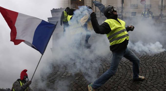 Fransa'da hükümetten ilk geri adım: Akaryakıt vergisi zammı askıya alındı
