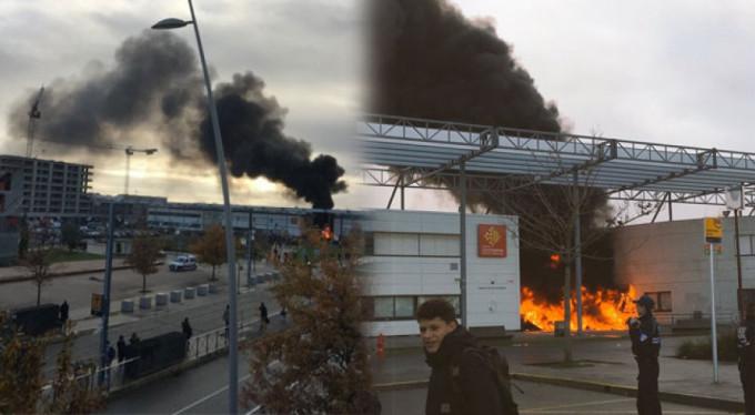 Öğrencilerin protestosunda okul yandı