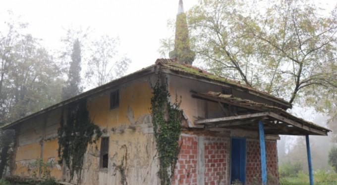 670 yıllık cami restore edilmeyi bekliyor