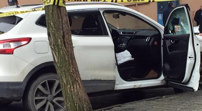 İstanbul Gaziosmanpaşa'da lüks araca silahlı saldırı: 1 yaralı