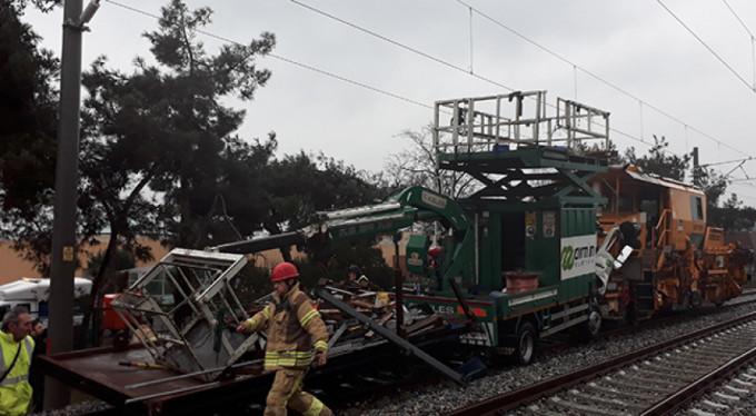 Florya'da banliyö hattında test sürüşü yapan iki tren çarpıştı