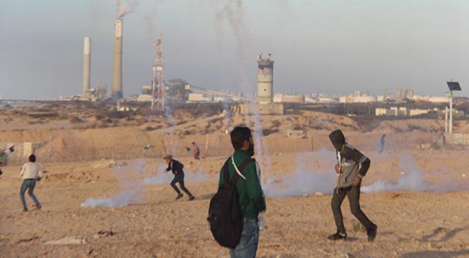 İsrail askerleri Filistinlilere gerçek mermiyle saldırdı: 14 yaralı