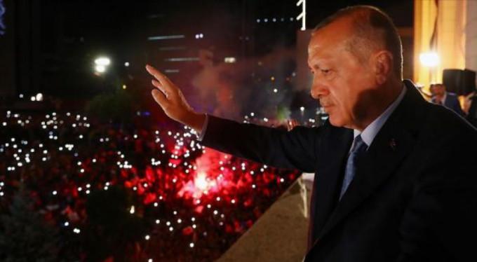 Balkon konuşmasından önce Bursa'ya telefon!
