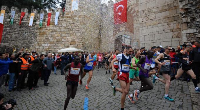 Tarihi maratona Kenyalı damgası!