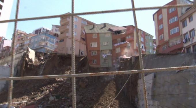 4 katlı bina böyle çöktü!