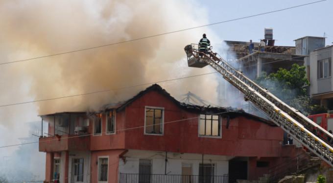 Bunalıma girdi evlerini yaktı!