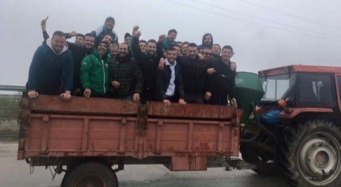 Türkiye'de bir ilk! Traktörle deplasman...