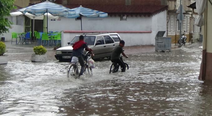 Bursa'nın o ilçesi sular altında kaldı!