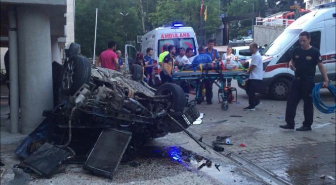 Bursa'da araç takla attı! Yaralılar var...