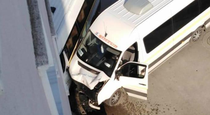 Bursa'da öğrenci servisi kaza yaptı! 4 yaralı
