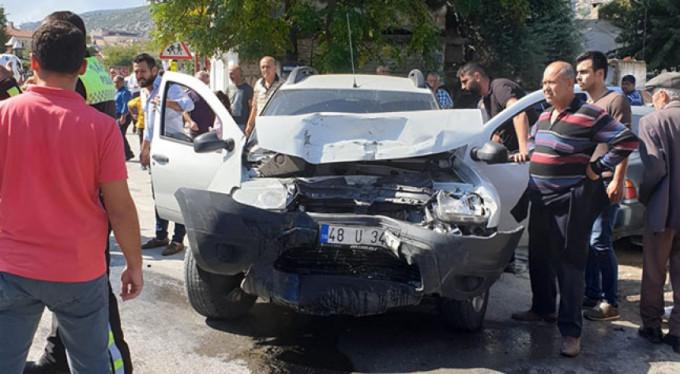 Bir garip kaza: 4 araçta 2 yaralı