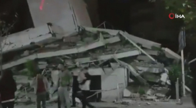 Arnavutluk'ta büyük deprem!
