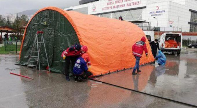 Hastane bahçesine afet çadırı