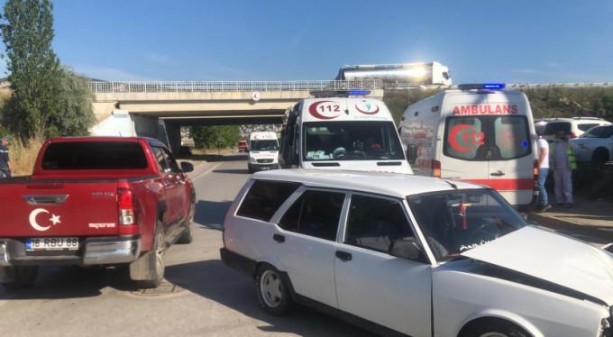 Bursa'da araçlar hurdaya döndü! 2 yaralı