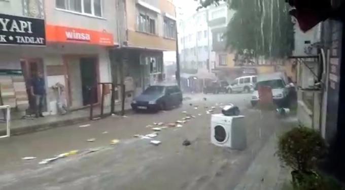 Bursa'da sel felaketi! Bir kadın ölümden döndü