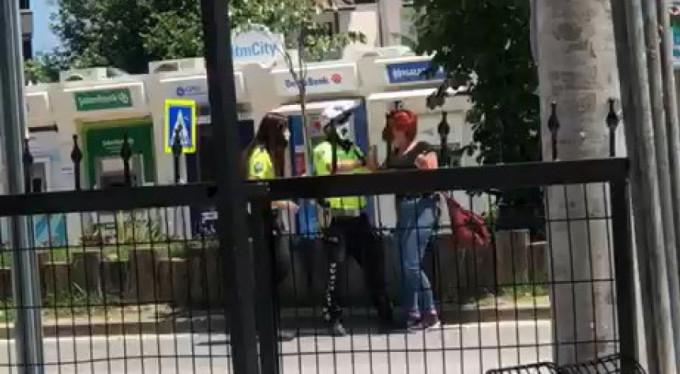 Bursa'da ceza yememek için polislere böyle direndi!