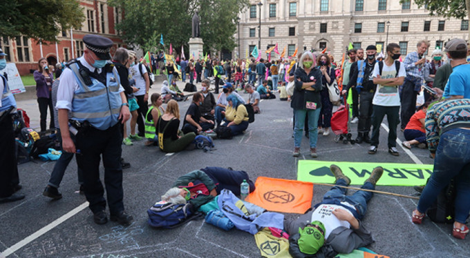 Londra'da iklim protestoları başladı
