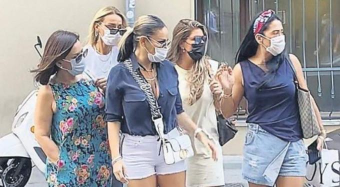 Maskeli kızlar