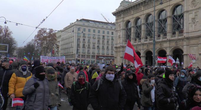 Avusturya'da önlemler protesto edildi