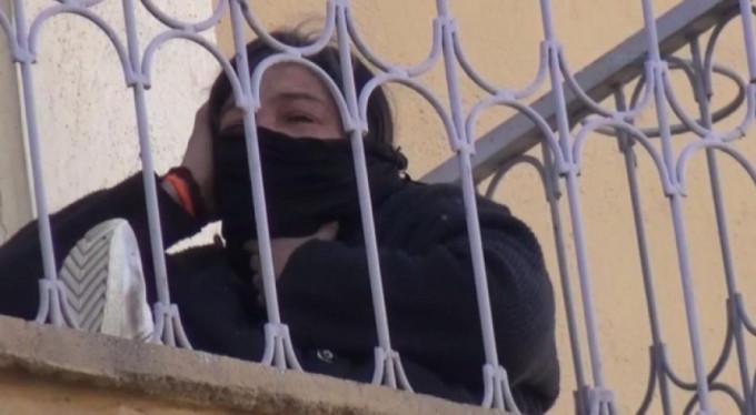 Sevgililer gününde karısını dövüp bıçakladı, eve kilitledi