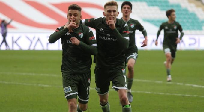 Bursaspor sahasında Akhisarspor'u 3 - 2 mağlup etti