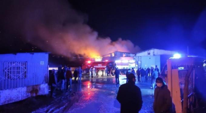 Karton fabrikasında büyük yangın