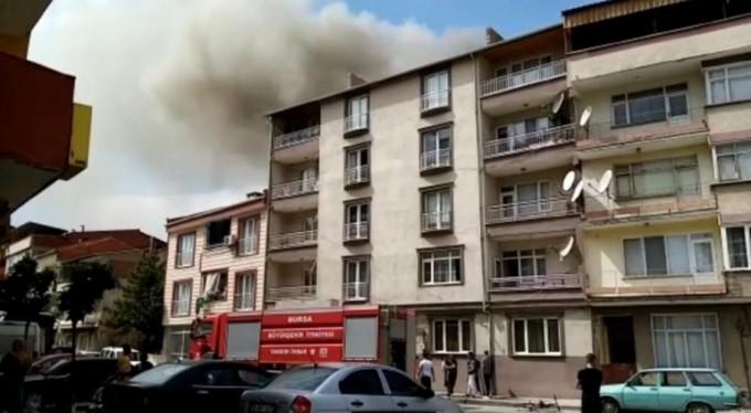 Bursa'da salça yaparken apartmanı yakıyorlardı