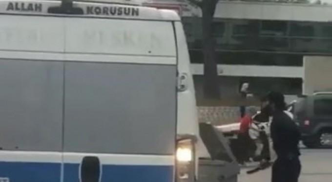 Palayla yolcu minibüsüne saldırdı, o ânlar kameralara yansıdı