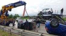 Bursa'da feci kaza! Otomobiller otobana saçıldı