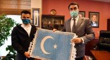Doğu Türkistanlı Öğrencilerden Dündar'a teşekkür