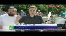 Rus muhabire canlı yayında yumruk attı