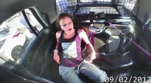 Kelepçelerinden kurtulup polis aracını kaçıran Texaslı kadın