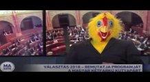 İki Kuyruklu Köpek Partisi temsilcisi Devlet Televizyonuna Tavuk Kostümüyle Çıktı